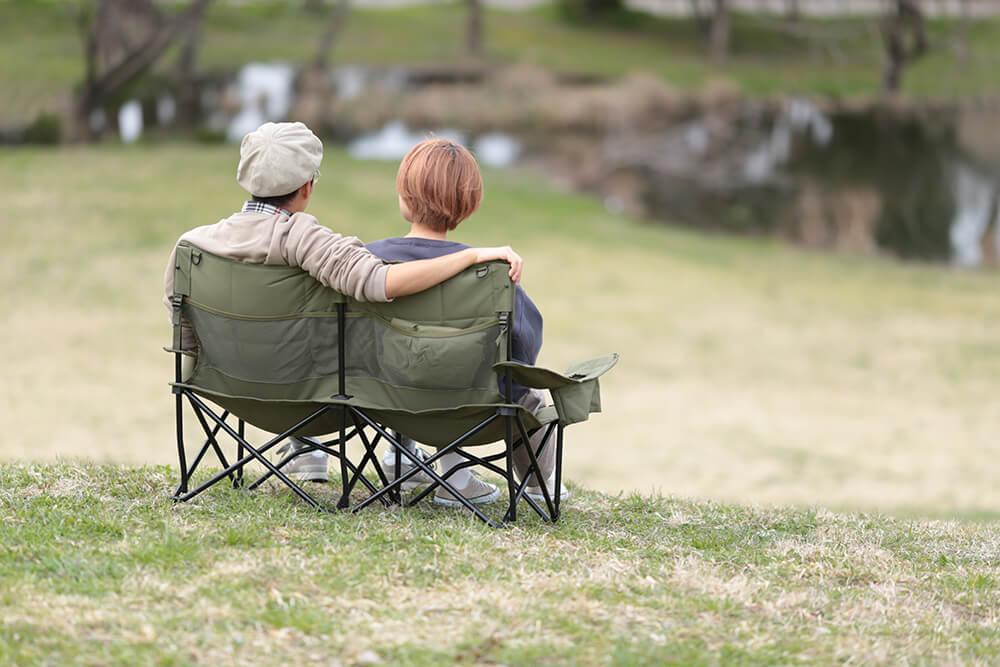 家でも外でもくつろぎの時間を。座り心地抜群な収束式チェアが新登場。
